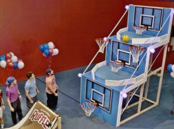 Giant #Basketball Arcade Battle – Dude Perfect